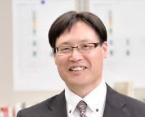 DCMホールディングス株式会社 総務・人事統括部 人事部マネージャー 山本 晃史